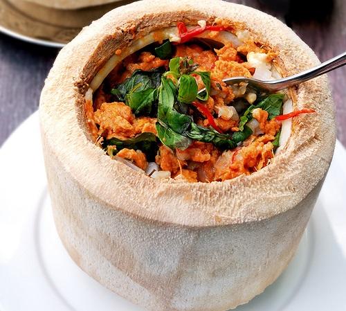 Hor mok  - rybne curry parowane w kokosie